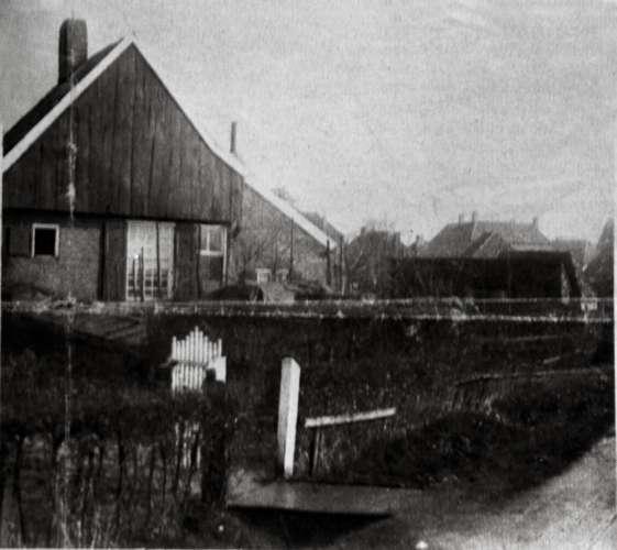 Oude woning aan de bleekwal rond 1910 met haar bewoners in lichtenvoorde foto 0260 uit de - Oude huis fotos ...